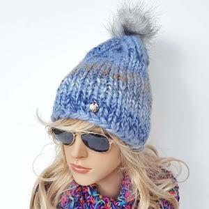 niebieska czapka wełniana