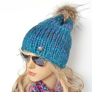 Turkusowa czapka wełniana