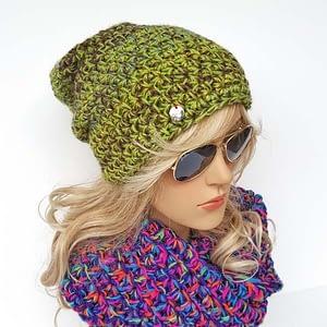 zielona-khaki czapka szydełkowa
