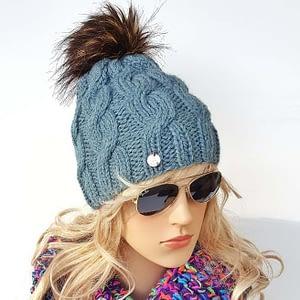 zielononiebieska czapka wełniana w warkocze