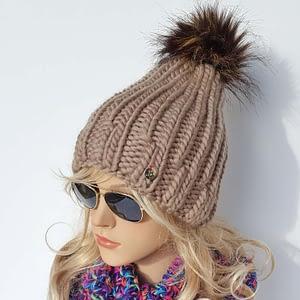 beżowa gruba czapka wełniana