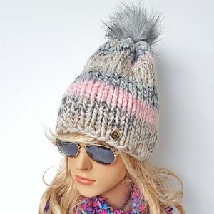 Szaro-różowa czapka wełniana