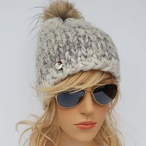 jasnoszara czapka wełniana