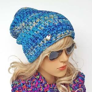 granatowo-niebieska czapka beanie