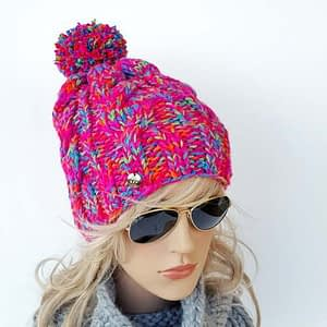 różowa czapka w warkocze