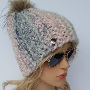 różowo-szara czapka wełniana