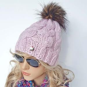 jasno-różowa czapka wełniana w warkocze