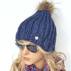 niebieska gruba czapka wełniana